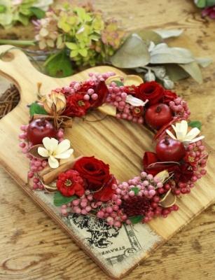 赤いバラのクリスマスリースづくり @ 県立森林公園「木工体験館」